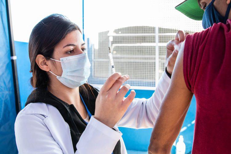 """Ferraz divulga """"super calendário"""" de vacinação contra Covid-19"""