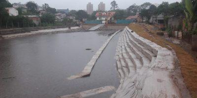 """""""Piscinão de Ferraz"""" impede alagamento no Centro da cidade em primeiro dia de fortes chuvas"""